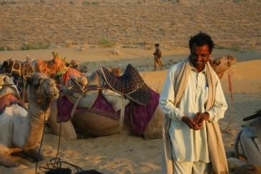 P - India - Smiling cameleer - The Great Thar Indian Desert - Armande Assante perhaps
