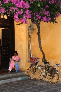 Woman reading, Hoi An