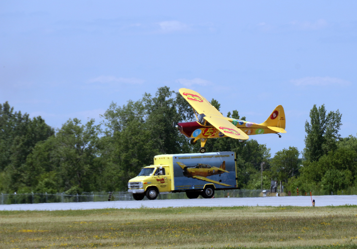 Jelly Belly landing on Harvard support vehicle