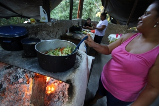 Sandra cooks a great meal in the Guardhouse Kitchen (El Mirador)