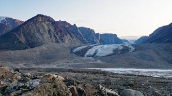 Rundle Glacier viewed from Highway Glacier Moraine